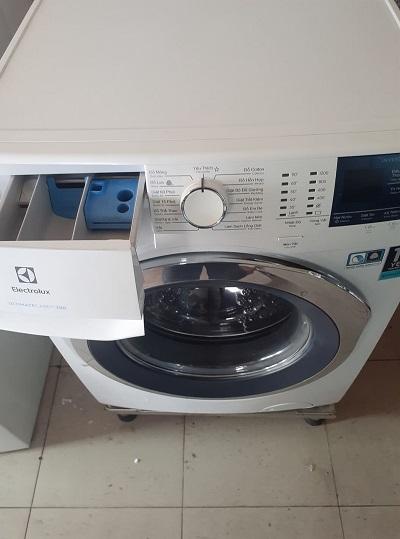 Máy giặt Electrolux inverter 8kg EWF 8024BDWA
